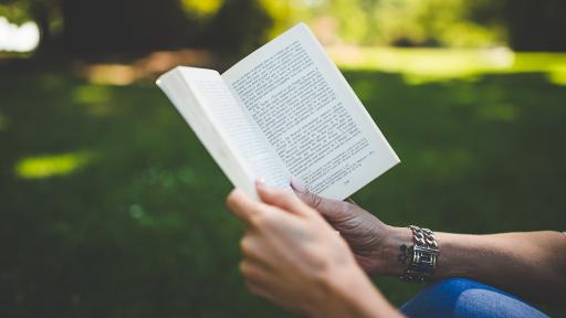 読書タイムをグレードアップ!おすすめの革製ブックカバー【文庫サイズ】