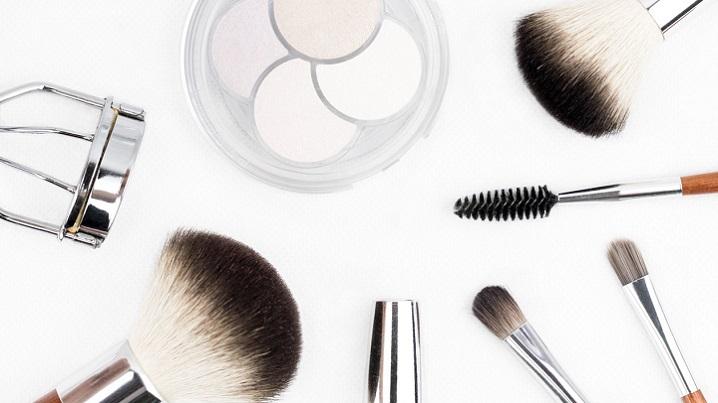 女性におすすめの就職祝いのプレゼント-化粧品